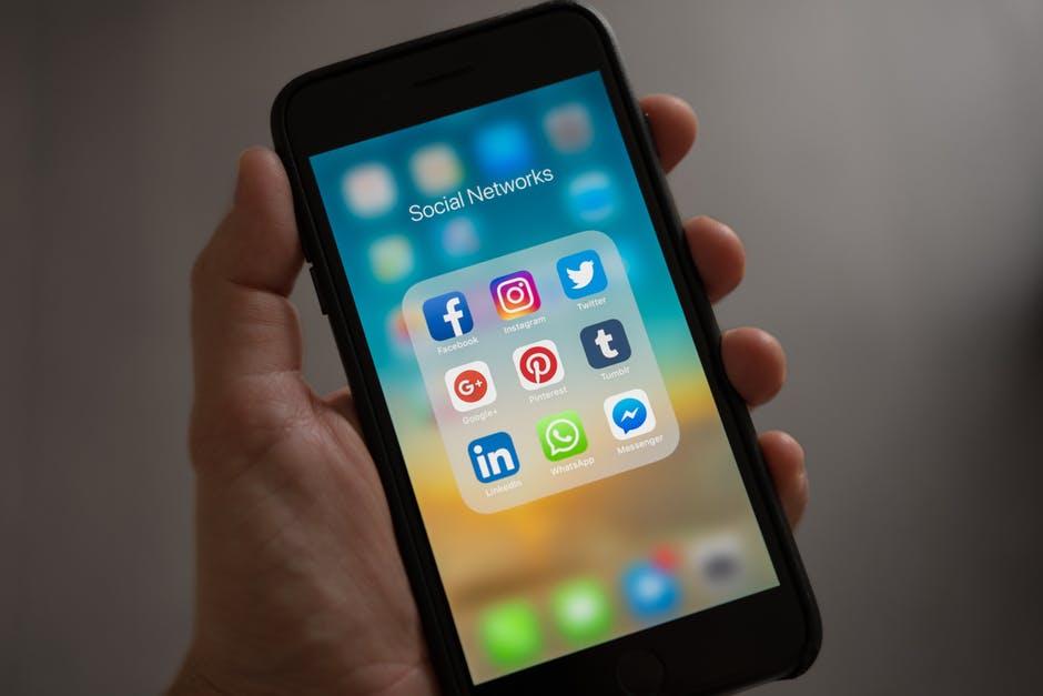 Le bureau de Ganesh - réseaux sociaux sur mobile